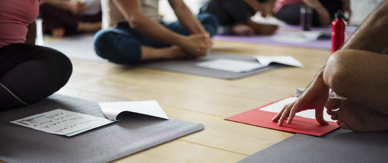 14 tips and questions to ask before choosing a yoga teacher training ...